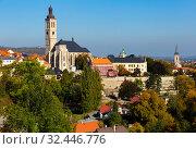 Cityscape of Kutna Hora with church of Saint James. Стоковое фото, фотограф Яков Филимонов / Фотобанк Лори