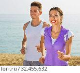 couple running together on beach by ocean. Стоковое фото, фотограф Яков Филимонов / Фотобанк Лори