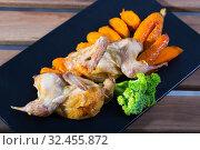 Купить «Fried on a grill tasty quail of teriyaki, served with carrots and greens», фото № 32455872, снято 26 января 2020 г. (c) Яков Филимонов / Фотобанк Лори