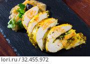 Купить «Baked turkey breast with prunes and caramelized onions», фото № 32455972, снято 6 декабря 2019 г. (c) Яков Филимонов / Фотобанк Лори