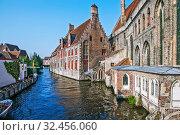 Купить «Старинные кирпичные дома в историческом центре, вдоль канала. Брюгге. Бельгия», фото № 32456060, снято 27 августа 2019 г. (c) Сергей Афанасьев / Фотобанк Лори