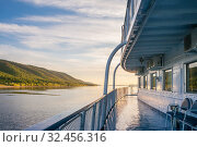 Ship cruise on the Volga River. Стоковое фото, фотограф Дмитрий Тищенко / Фотобанк Лори
