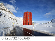 Julier Theater Tower on the Julier Pass in the Nature Park Parc Ela. Mountain landscape in winter. Canton of Graubuenden, Switzerland, Europe. (2019 год). Редакционное фото, фотограф Bala-Kate / Фотобанк Лори