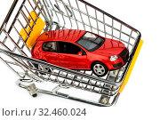 Купить «Ein Auto im Einkaufswagen als Symbol für Autokauf und Leasing», фото № 32460024, снято 31 марта 2020 г. (c) age Fotostock / Фотобанк Лори