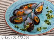 Купить «Baked mussels with garlic», фото № 32473356, снято 25 июня 2018 г. (c) Яков Филимонов / Фотобанк Лори