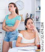 Upset teenage girls after quarrel. Стоковое фото, фотограф Яков Филимонов / Фотобанк Лори