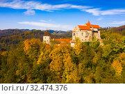 Купить «Pernstejn Castle above village of Nedvedice, Czech Republic», фото № 32474376, снято 15 октября 2019 г. (c) Яков Филимонов / Фотобанк Лори