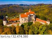 Купить «Pernstejn Castle above village of Nedvedice, Czech Republic», фото № 32474380, снято 15 октября 2019 г. (c) Яков Филимонов / Фотобанк Лори