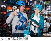 Купить «Young couple of customers holding sports equipment», фото № 32500408, снято 25 октября 2017 г. (c) Яков Филимонов / Фотобанк Лори