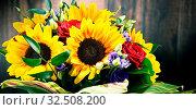 Купить «Composition with bouquet of flowers including sunflowers and roses», фото № 32508200, снято 26 февраля 2020 г. (c) easy Fotostock / Фотобанк Лори