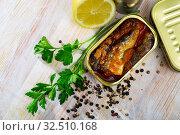 Купить «Tin can with smoked sprats, sardines, closeup», фото № 32510168, снято 13 декабря 2019 г. (c) Яков Филимонов / Фотобанк Лори