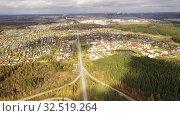 Купить «Вид сверху на автомобильную развязку», видеоролик № 32519264, снято 9 апреля 2020 г. (c) Евгений Ткачёв / Фотобанк Лори