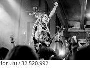 Die brasilianische Thrash-Metal-Band live in der Schüür Luzern, Schweiz, Europa Fernanda Lira - Vocals Bass Prika Amaral - Guitars Backing Vocals Luana Dametto - Drums. Стоковое фото, фотограф Zoonar.com/Oliver Gutfleisch / age Fotostock / Фотобанк Лори