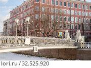 Пешеходный Львиный мостик через канал Грибоедова, Санкт-Петербург (2019 год). Стоковое фото, фотограф Юлия Бабкина / Фотобанк Лори