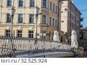 Львиный мостик - подвесной пешеходный мост через канал Грибоедова, Санкт-Петербург (2019 год). Стоковое фото, фотограф Юлия Бабкина / Фотобанк Лори