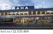 Купить «Building of Vaclav Havel International Airport», видеоролик № 32535464, снято 19 октября 2019 г. (c) Яков Филимонов / Фотобанк Лори