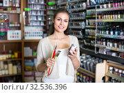 woman standing in art shop. Стоковое фото, фотограф Яков Филимонов / Фотобанк Лори