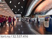 Купить «Doha, Qatar - Nov 24. 2019. Smart check-in Departure Area of Hamad International Airport. Self service kiosk», фото № 32537416, снято 24 ноября 2019 г. (c) Володина Ольга / Фотобанк Лори