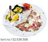 Купить «Roast beef with vegetable garnish», фото № 32538508, снято 9 апреля 2020 г. (c) Яков Филимонов / Фотобанк Лори