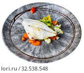 Купить «Baked dorado fish fillet with broccoli, carrot and pepper», фото № 32538548, снято 4 декабря 2019 г. (c) Яков Филимонов / Фотобанк Лори