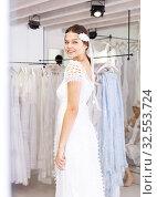 Купить «Woman dressed in white gown», фото № 32553724, снято 17 сентября 2018 г. (c) Яков Филимонов / Фотобанк Лори
