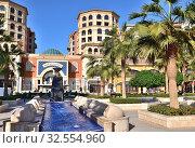 Doha, Qatar - Nov 23. 2019. Souq Al Medina - shopping center in Medina Centrale of Pearl Qatar. Редакционное фото, фотограф Володина Ольга / Фотобанк Лори