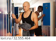 Купить «Two athletes in the locker room after training», фото № 32555464, снято 28 января 2019 г. (c) Яков Филимонов / Фотобанк Лори
