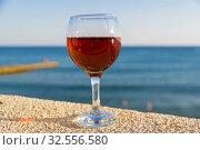Купить «Бокал с белым вином на фоне моря. Крым.», фото № 32556580, снято 13 сентября 2019 г. (c) Сергей Рыбин / Фотобанк Лори