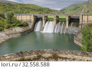 Купить «Penarrubia Reservoir, on the Sil River, on the border of the province of Orense, Galicia, and the province of Leon, Castile and Leon, Spain.», фото № 32558588, снято 7 декабря 2019 г. (c) age Fotostock / Фотобанк Лори