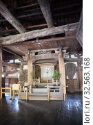 Interior of hall of Senjokaku (Toyokuni) Shrine, pavilion of 1000 mats. It is unfinished Buddhist library. Itsukushima, Japan (2013 год). Редакционное фото, фотограф Кекяляйнен Андрей / Фотобанк Лори