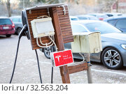 Купить «Frosted Tesla charging station at the cold season. Tesla network of fast supercharger machines is in countryside parking lot of Espoo town. Финляндия», фото № 32563204, снято 30 октября 2019 г. (c) Кекяляйнен Андрей / Фотобанк Лори