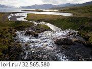 Купить «Wasserlauf oberhalb des Kirkjufellsfoss, nahe Grundarfjoerdur, Snæfellsnes, Westisland, Island, Europa», фото № 32565580, снято 16 февраля 2020 г. (c) age Fotostock / Фотобанк Лори