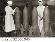 Women putting a coat of paint on aerial bombs during WWI. From The Pageant of the Century, published 1934. Редакционное фото, фотограф Classic Vision / age Fotostock / Фотобанк Лори