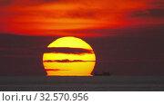 Купить «Sunset landscape at Phuket, timelapse», видеоролик № 32570956, снято 26 ноября 2019 г. (c) Игорь Жоров / Фотобанк Лори