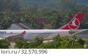 Купить «Airbus A330 taxiing after landing», видеоролик № 32570996, снято 27 ноября 2019 г. (c) Игорь Жоров / Фотобанк Лори