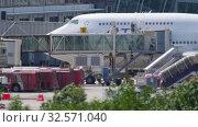 Купить «Disabled passengers boarding in plane by jetway terminal», видеоролик № 32571040, снято 28 ноября 2019 г. (c) Игорь Жоров / Фотобанк Лори