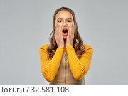 Купить «surprised or scared young teenage girl», фото № 32581108, снято 7 ноября 2019 г. (c) Syda Productions / Фотобанк Лори