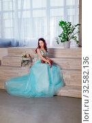 Красивая молодая девушка, выпускной бал, подготовка, студия. Стоковое фото, фотограф Ирина F24 / Фотобанк Лори