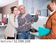 Купить «Attractive seller and buyers at kitchen furniture», фото № 32588208, снято 4 апреля 2017 г. (c) Яков Филимонов / Фотобанк Лори