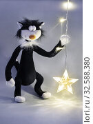 Купить «Игрушки. Чёрный кот с гирляндой», фото № 32588380, снято 29 декабря 2017 г. (c) Dmitry29 / Фотобанк Лори