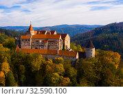 Купить «Aerial view of Pernstejn castle, Czech Republic», фото № 32590100, снято 15 октября 2019 г. (c) Яков Филимонов / Фотобанк Лори