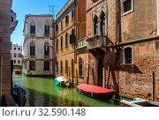 Купить «Venice with colorful buildings and canals, popular destination of Italy», фото № 32590148, снято 5 сентября 2019 г. (c) Яков Филимонов / Фотобанк Лори