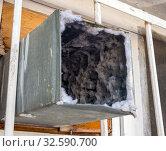Старый вентиляционный короб, заполненный пылью и грязью. Стоковое фото, фотограф Вячеслав Палес / Фотобанк Лори