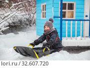 Купить «Little boy sledding in winter», фото № 32607720, снято 1 января 2019 г. (c) Юлия Бабкина / Фотобанк Лори