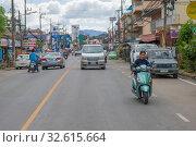 Купить «Облачное утро на городской улице. Чианг Рай, Таиланд», фото № 32615664, снято 16 декабря 2018 г. (c) Виктор Карасев / Фотобанк Лори