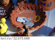 Купить «Торговля сувенирами и подарками. Город Мышкин. Мышкинский район. Ярославская область», эксклюзивное фото № 32615688, снято 14 мая 2010 г. (c) lana1501 / Фотобанк Лори