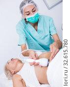 Female cosmetologist during procedure cryolipolyse. Стоковое фото, фотограф Яков Филимонов / Фотобанк Лори