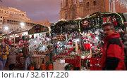 Купить «BARCELONA, SPAIN - DECEMBER 1, 2015:  People  walking at Christmas market near Cathedral in evening. Barcelona, Spain.  Kiosks with Traditional Christmas toys and gifts», видеоролик № 32617220, снято 1 декабря 2015 г. (c) Яков Филимонов / Фотобанк Лори