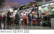 Купить «BARCELONA, SPAIN - DECEMBER 11, 2019: Traditional Christmas fair near Cathedral   in evening. Barcelona, Catalonia.», видеоролик № 32617232, снято 11 декабря 2019 г. (c) Яков Филимонов / Фотобанк Лори