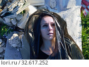 Купить «Corpse of a young girl lies on a landfill», фото № 32617252, снято 3 ноября 2014 г. (c) Арестов Андрей Павлович / Фотобанк Лори